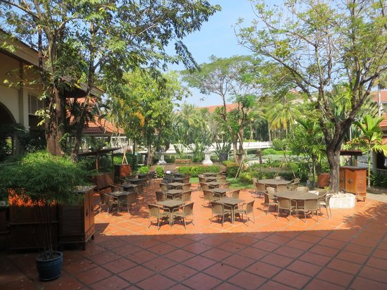 Sofitel Angkor Phokeethra Golf and Spa Resort: Al Fresco Dining