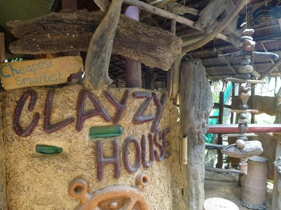 Lanta Clayzy House : Clay work and recycled glass