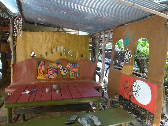 Lanta Clayzy House : Bar seating area