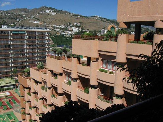 Almunecar Playa Spa Hotel: Blick vom Balkon 8. Etage nach rechts