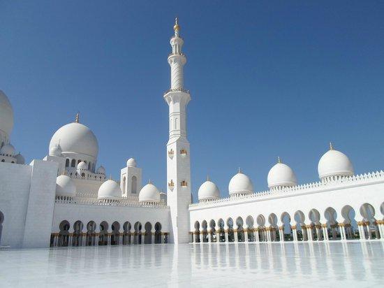 Mezquita Sheikh Zayed: La più grande moschea degli Emirati
