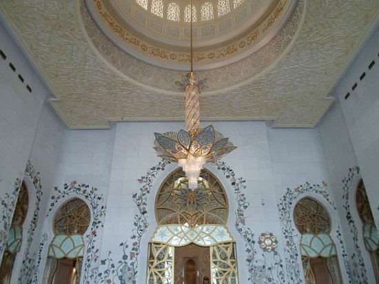 Mezquita Sheikh Zayed: Ricchezza e splendore anche all'interno