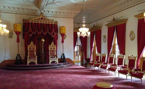Iolani Palace : Sumptuous Interiors