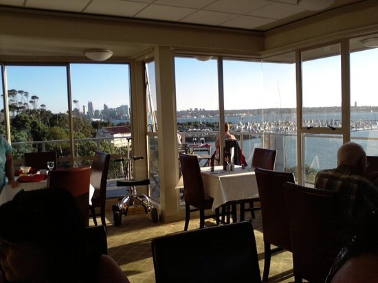 Auckland Takapuna Oaks: Dinner with a view