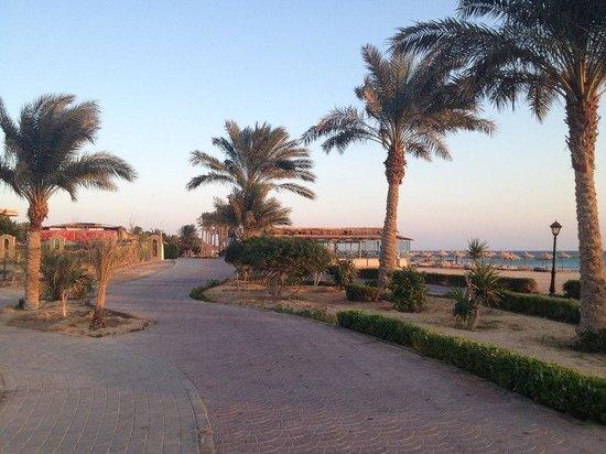 Pyramisa Sahl Hasheesh Resort: Пляжная набережная