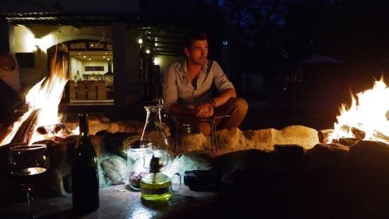 De Leeuwenhof Hotel/Guesthouse: Lagerfeuer-Romantik beim Braai