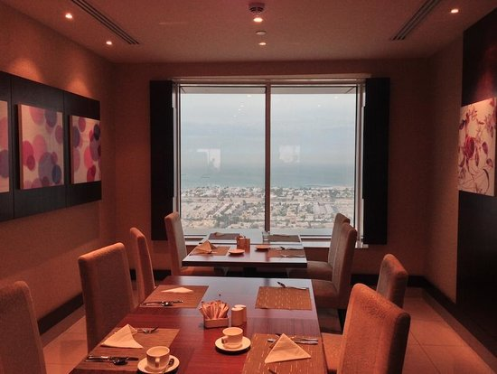 Emirates Grand Hotel: rooftop restaurant