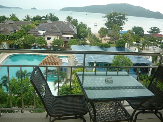 Chalong Beach Hotel and Spa: Вид с балкона