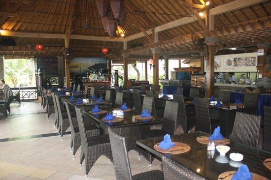 Inna Grand Bali Beach Hotel: beachside breakfast or any meals