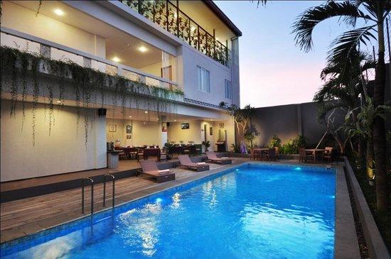 dLima Hotel and Villa : Swimming Pool