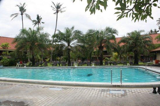 Inna Grand Bali Beach Hotel : garden wing pool