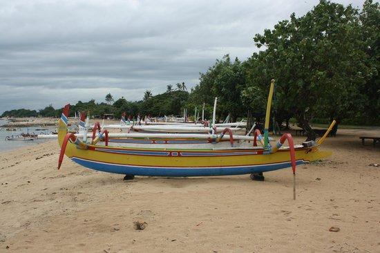 Inna Grand Bali Beach Hotel : beachside