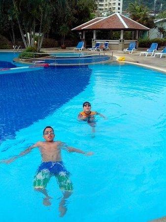 Waterfront Suites Phuket by Centara: Kids in Pool yet again