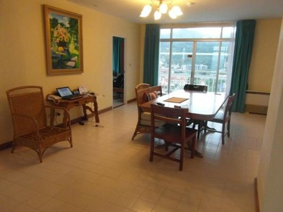 Waterfront Suites Phuket by Centara: Dining Area(2 Bed Apt)