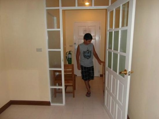 Waterfront Suites Phuket by Centara: Little Entrance/Hallway(2 Bed Apt)