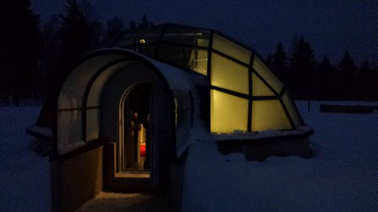 Kakslauttanen Arctic Resort : igloo at night