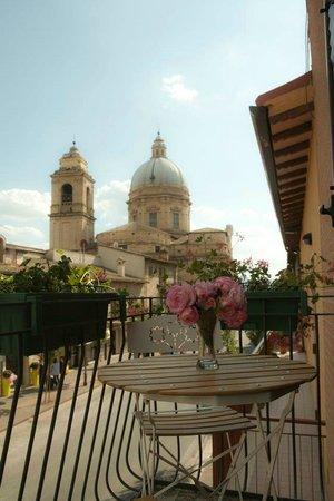 "Camere La Basilica : Veduta dalla camera ""Arancio"""