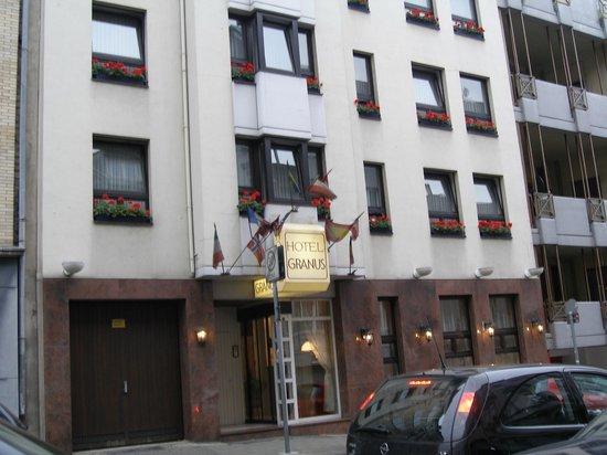 Hotel Granus : Вид на отель с улицы