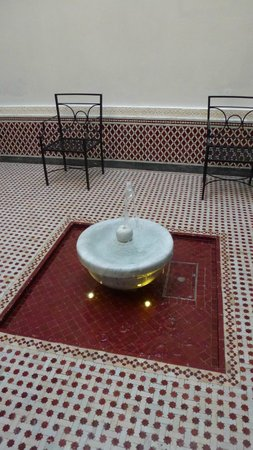 Palais Faraj Suites & Spa : Fontaine du Riad Marocain