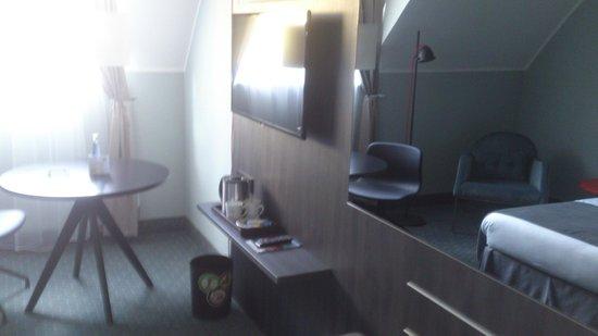Holiday Inn Luebeck: tv