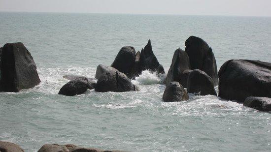 Grandmother and Grandfather Rocks (Hin Yai & Hin Ta) : Grandma and gradpa rocks
