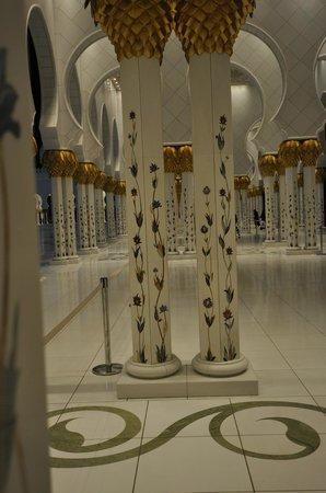 Mezquita Sheikh Zayed: Interior columns
