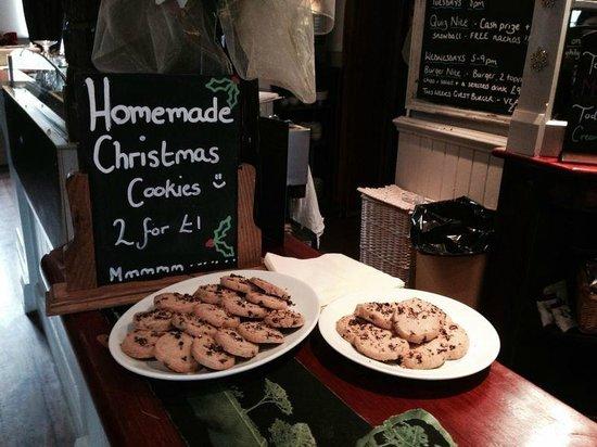 The Barley Mow: Night of carol singing & Christmas treats :-)