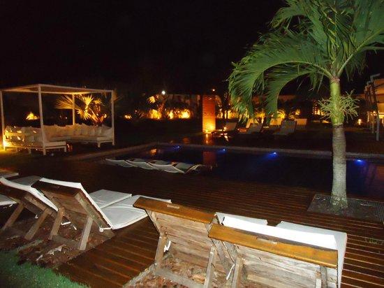Serena Hotel Boutique Buzios : Área da Piscina a noite