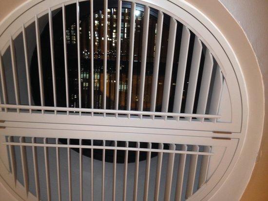 Andaz London Liverpool Street: Cool window