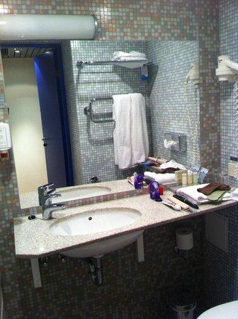 Radisson Blu Hotel Olumpia: Ванная
