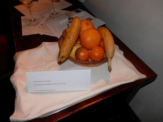 Paris Hotel: Cesta de frutas