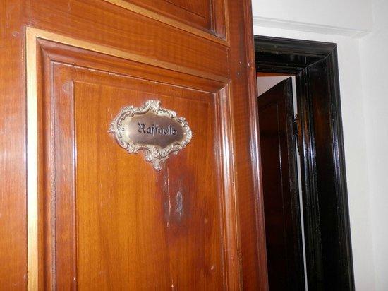 Paris Hotel: Puerta entrada