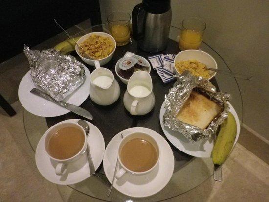 Hotel Blue Berry: レストランオープン時間前だったので、朝食はルームサービスにした