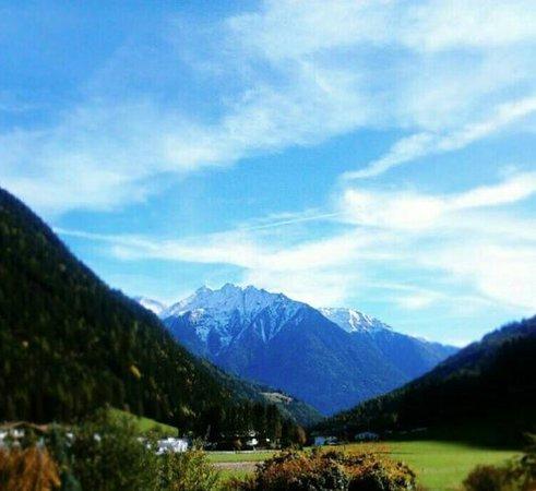 Lutago, Italia: panorama dalla terrazza dell'hotel