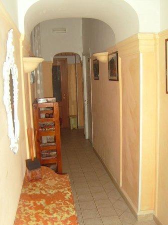 Soraya Guest House Colosseum: è l'ingresso del B&B che porta alla nostra camera!