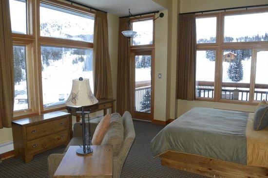 Sunshine Mountain Lodge: room