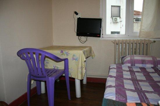 Hotel Erenler: комната одноместнгого номера, вид от двери