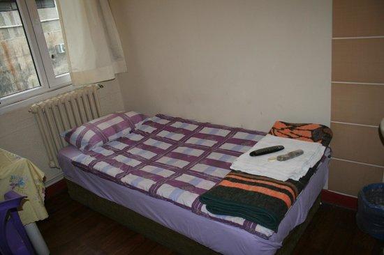 Hotel Erenler: комната одноместнгого номера, кровать