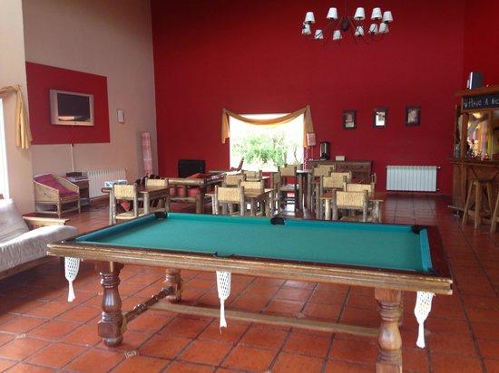 Marcopolo Inn: ロビーのビリヤード台