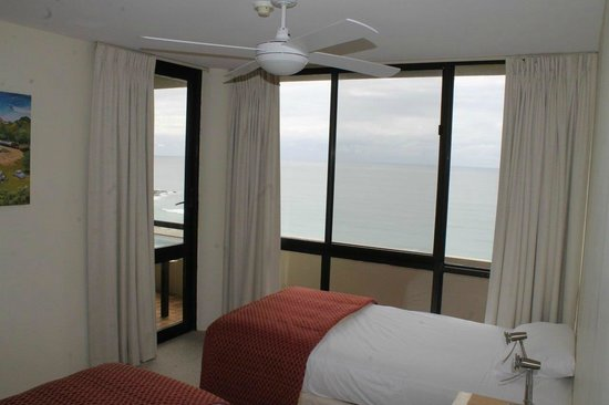 Pacific Towers Beach Resort: Apt 1602 - Second bedroom - two single beds