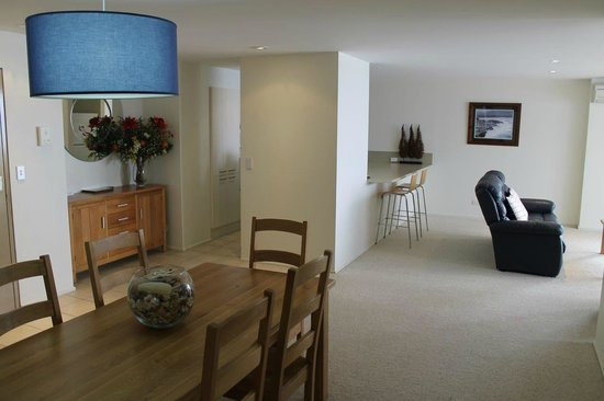 Pacific Towers Beach Resort: Apt 1602 - Dinning area - behind left is kitchen entrance, right is lounge
