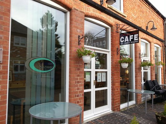 Claysons Cafe, Wine Bar and Bistro : Outside the wine bar