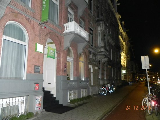 Ibis Styles Amsterdam City: Entrada do Hotel