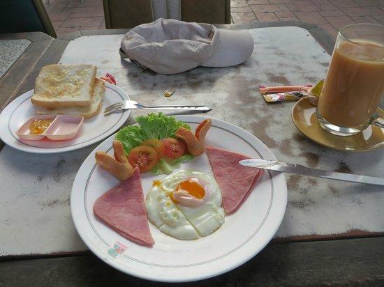 Poipet Resort Casino: Breakfast outside