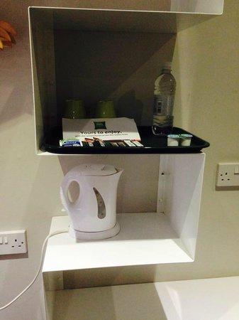 Ibis Styles London Croydon : cafetière, eau, café et thé à disposition