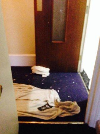 Ibis Styles London Croydon: La vue des travaux  devant notre porte,commencé samedi à 8h du matin