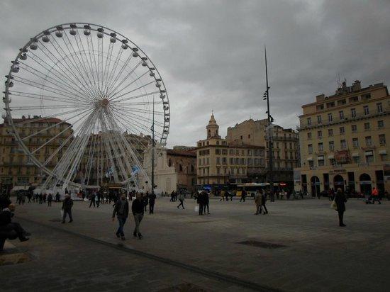 Alter Hafen (Vieux Port): la piazza davanti al porto vecchio