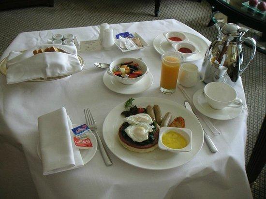 Hotel Mulia Senayan: 朝食(ルームサービス)