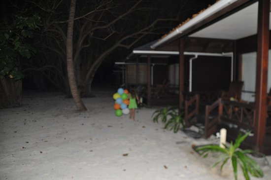 Royal Island Resort & Spa: davanti camere al tramonto