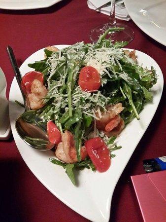 Monroe's Restaurant: Салат Руккола с креветками, очень вкусно.